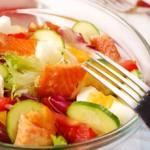 Ensalada_pepino_tomate_y_salmon