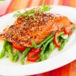 Salmon_trigueros_y_ensalada