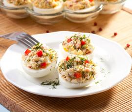 Huevos rellenos de Atún con Tomate