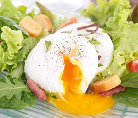 uevo escalfado con parrillada de verduras