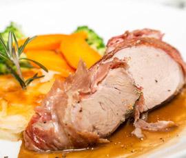 Lomo de cerdo asado acompañado de Judías Verdes y Zanahorias